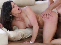 Hot Mama Kendra Longing Enjoys A Full Thrusting