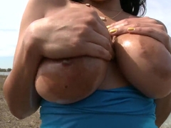 Savana Ginger's heanvenly tits are shaking near the lake