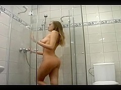 Amateur sex vid made in shower