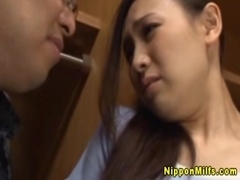 Japanese milf beautie finger fucked