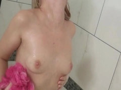 Super Hot and Sexy Babe Bathtub Scene