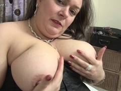 Large British housewife can't live without playing with herself