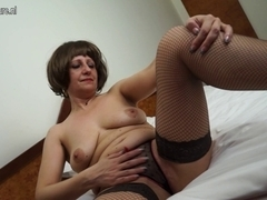 Sexy dilettante mother of two playing with her moist slit