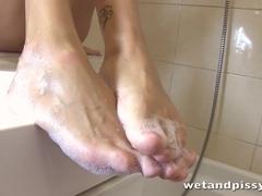 WetAndPissy Video: Clover Golden Bath