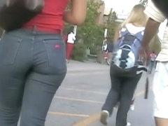Hot ass brunette followed down the street by a candid cam