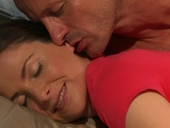 Exquisite MILF licked and fingered in bed