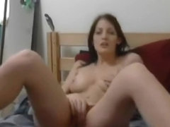 Hot amateur girlfriend is naked on cam