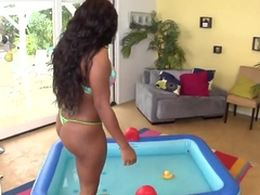 Black slut Jayden Starr teases with her massive ass