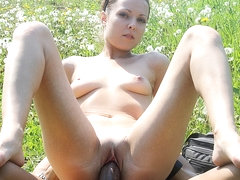 Sexy outdoor fuck and squirt