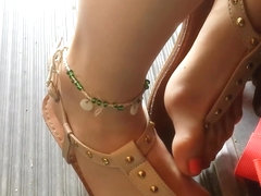 this hot candid teen feet make you hard