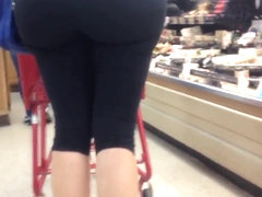 Yoga pants-Huge mature milf ass