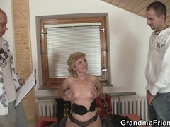 Lonely granny gives her cum-hole