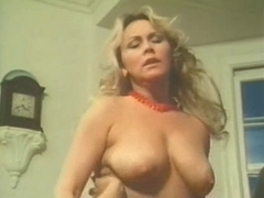 Retro lesbian babes with natural tits & bushy cookies