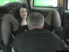 English amateur cockriding cabbie in taxi