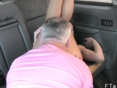Petite babe gets big facial in cab