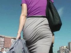 Amazing Skirt Booty Walking