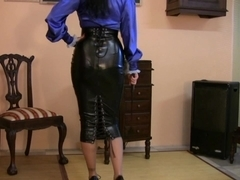 Trinity-Productions: Hobble Mistress In Shiny Blue