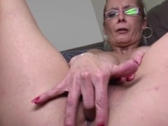 DAMN HOT mature mother needs a good fuck