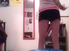 White Girl Twerking to Booty Wurk