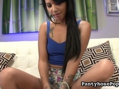 PantyhosePops Video: Ezmie Lee Spreads her Legs for Us Again!