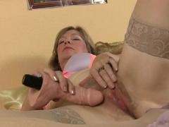 Mature milf fucks herself with a dildo