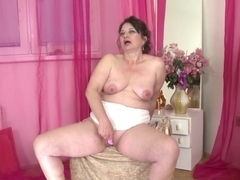Real mature mother with hungry mature pussy