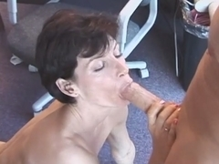 Short haired mature shows her blowjob experience