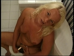 Concupiscent doxy plays with her cum-hole hard on the throne-room