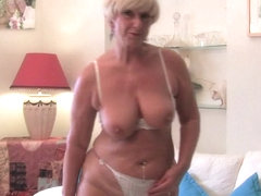Chunky grandma with large old marangos bonks a sextoy