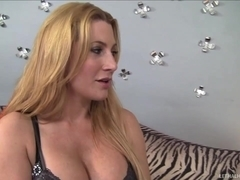 Breasty Milf Jennifer Best Craves Gooch Licking