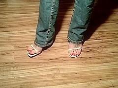 elmo loves bare toe's