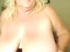 Large Titts Granny in web camera R20