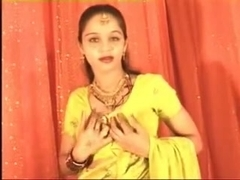 Hawt Northindian B Grade Actress Expose Her Bra Buddies & Love Tunnel