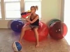 Emi Beachball Bounce