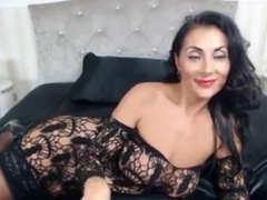 Raven Haired Milf With Sexy Booty