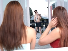 Brad Knight & Jade Dylan & Amber Chase in Pool boy peeper - MomsBangTeens