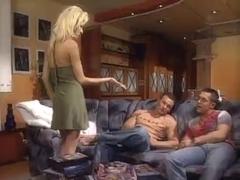 Nikki Blonde double penetration