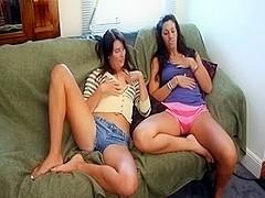 2 girlfriends masturbating jointly