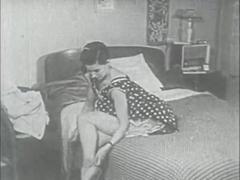Retro Porn Archive Video: Femmes seules 1950's 10