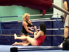Angell Summers and Kathia Nobili wrestling