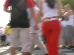 Sizzling brunette wearing bright red pants public street candid vid