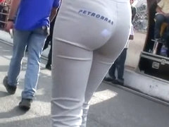 Amazing model girls in tight ass jeans