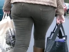 Candid big ass milf in tight jeans and boots
