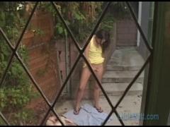 Little Mutt Video: Samantha Rose - Secret Pee