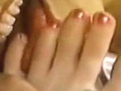 Maid provides foot worship, Part 1