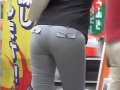 Babe in tight pants bends over and gets on candid butt video