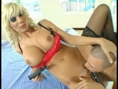 Young guy eating and fucking a sexy MILF.s pussy