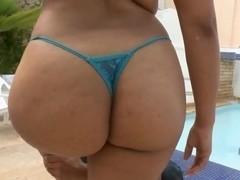 Alejandra follows the morning call for nude posing