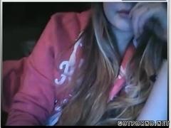 Hottie Girlfriend Shows Her Boobs on Cam