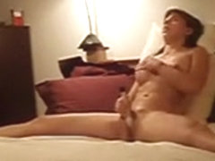 Gal widens her legs wide for solo agonorgasmos
